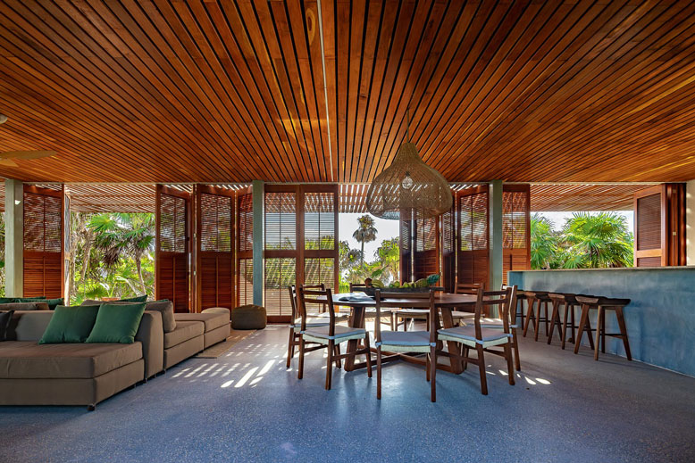 The villa's look is softened by timber pergolas © Productora