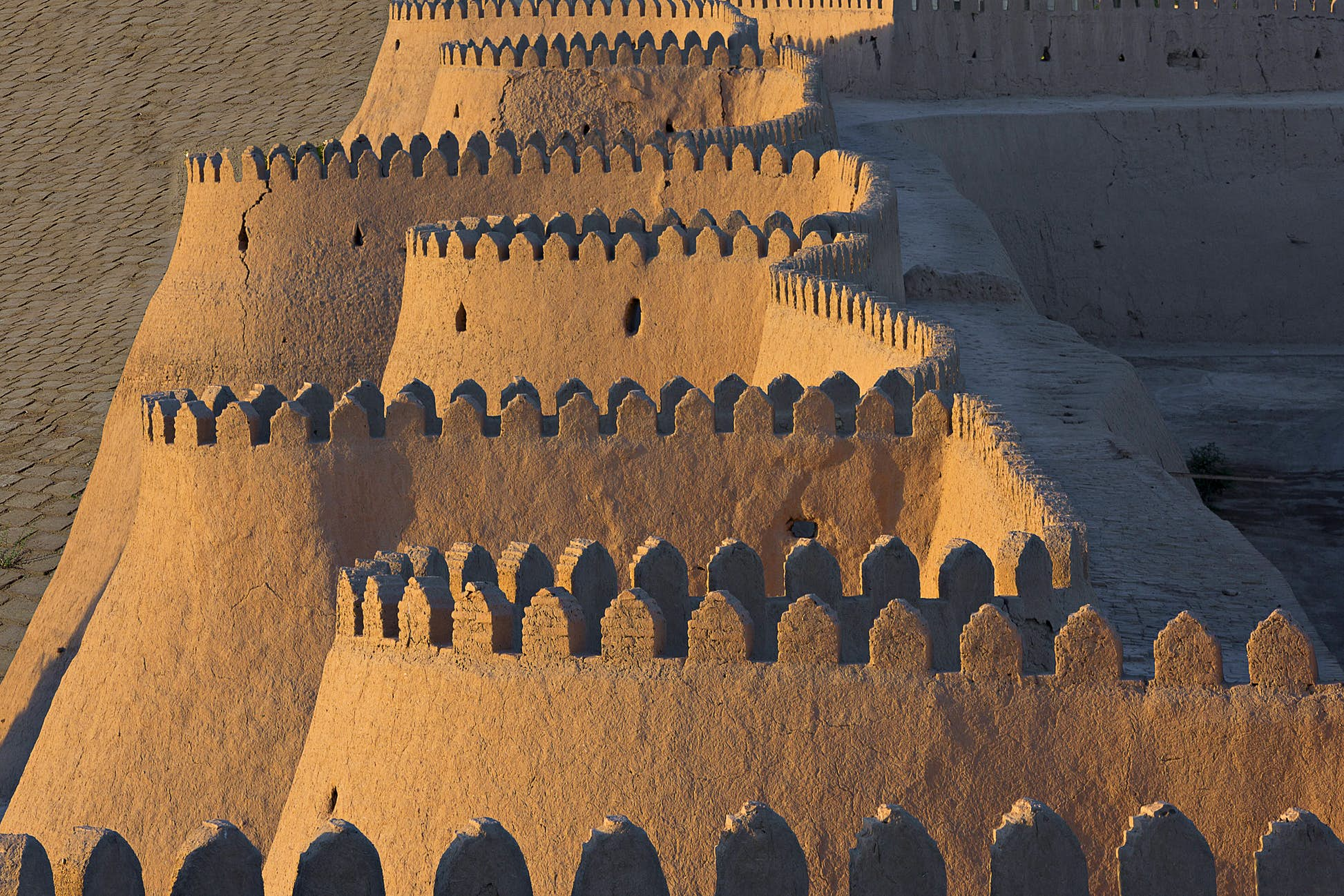 City walls of Khiva in Uzbekistan ©Ozbalci/Getty Images