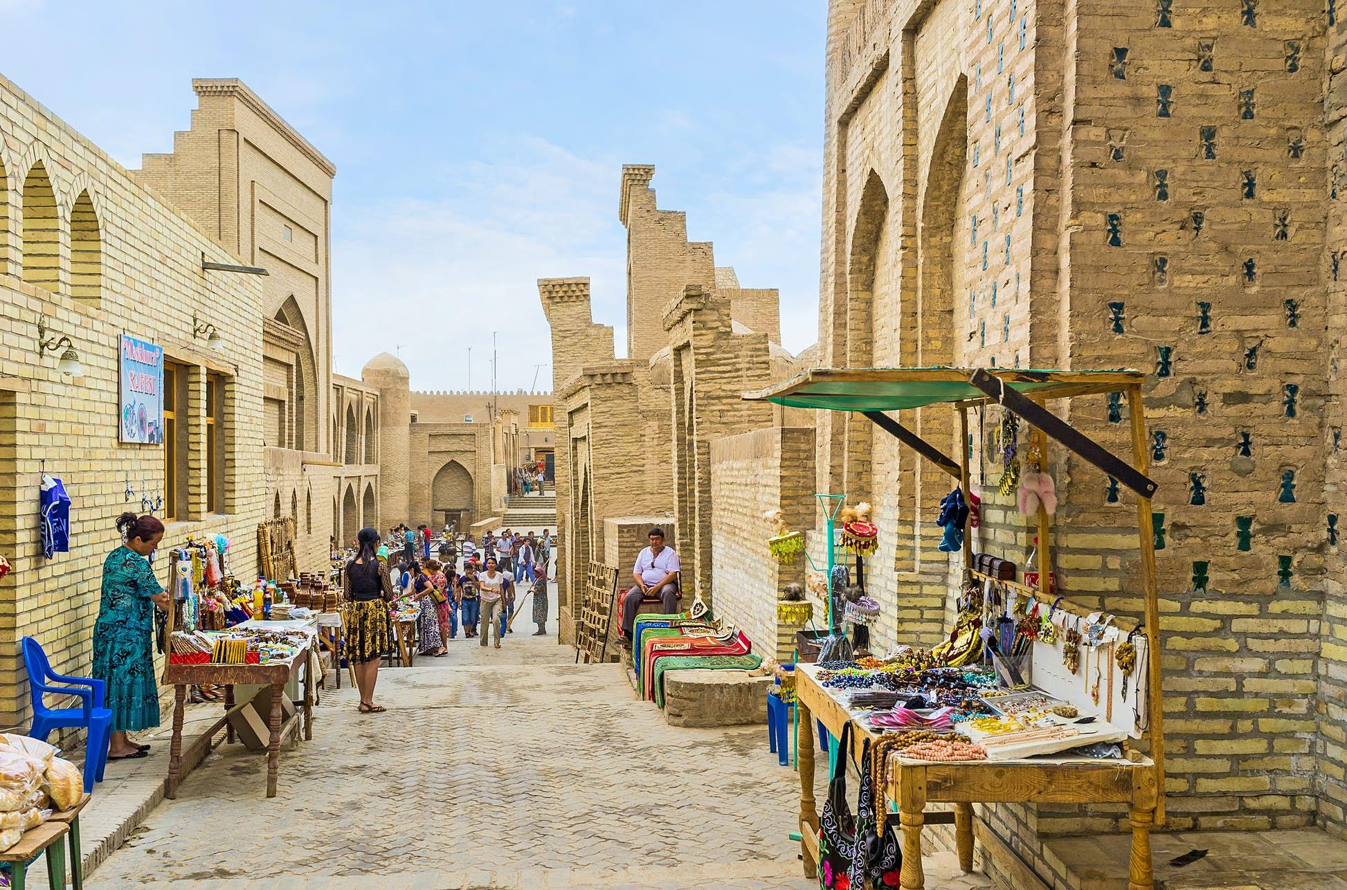 Souvenir shopping in Khiva. ©eFesenko/Shutterstock