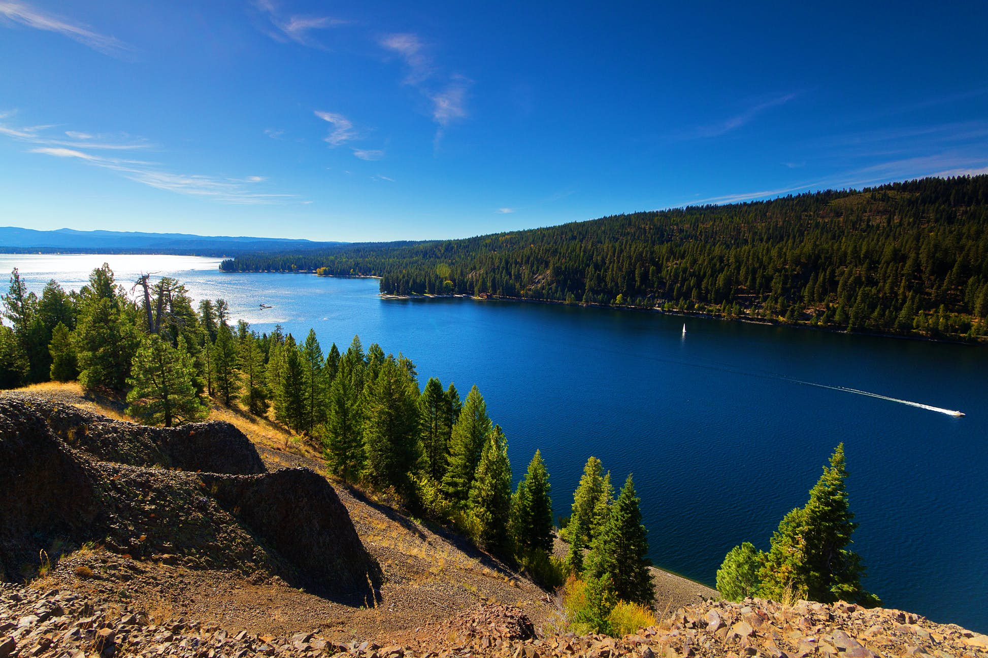 Explore the shores of Lake Payette, McCall © Anna Gorin / Getty Images