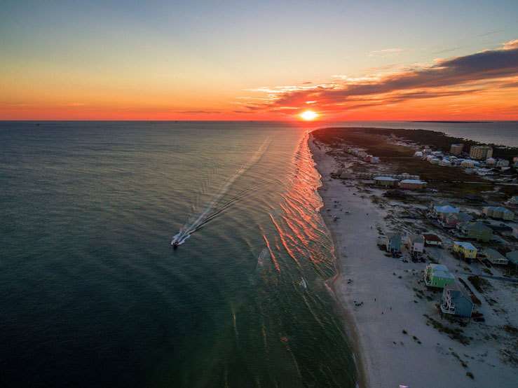 Gulf Shores is famous for its white-sand beaches and great weather © nick1803/Getty Images/iStockphoto