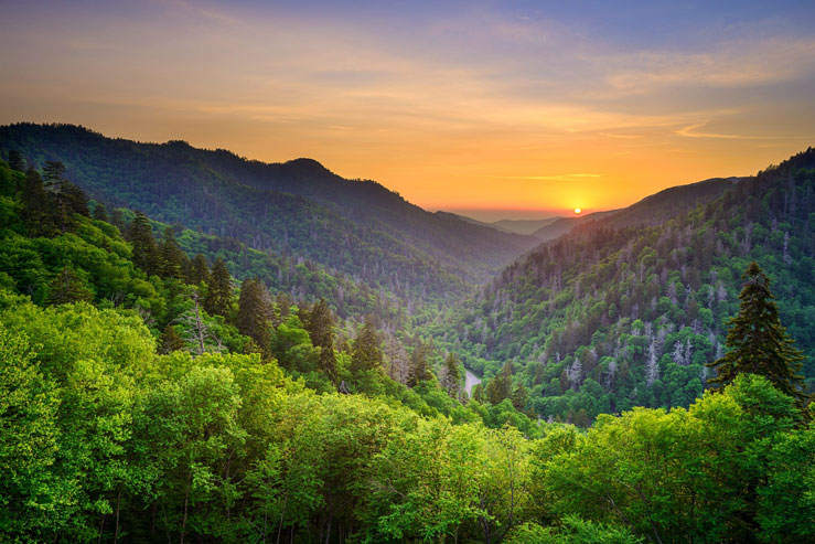 Gatlinburg, Tennessee, is the gateway to the Great Smoky Mountains © Sean Pavone/Getty Images