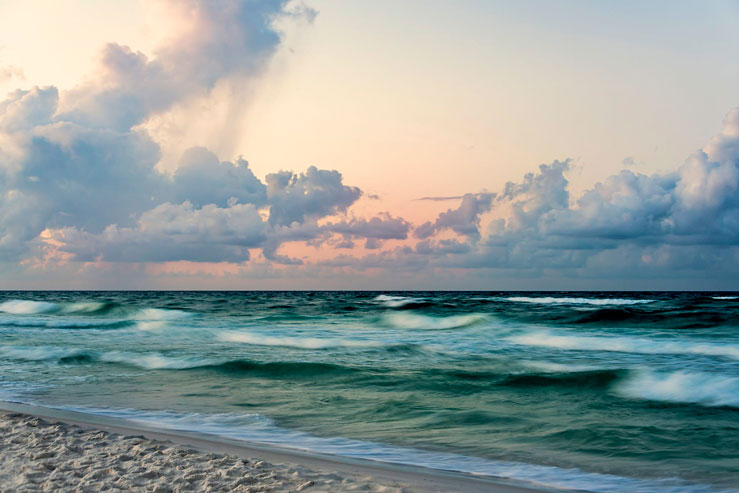 Florida's Gulf Coast boasts emerald-green waters and white-sand beaches © kimberford/Getty Images