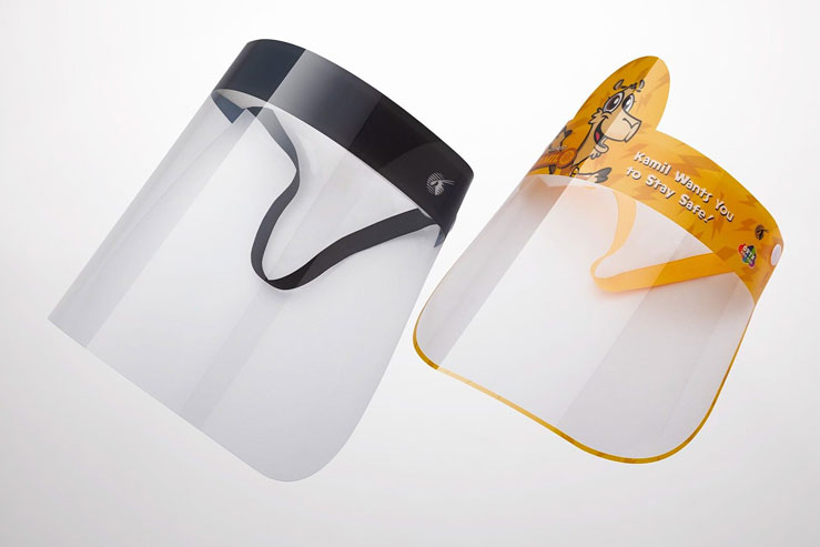 The face shields come in two sizes for adults and children © Qatar Airways