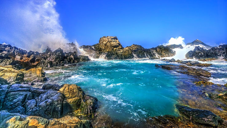 The various natural pools scattered throughout the island provide a mix of rocky coastlines and warm Caribbean waters © Chiragsinh Yadav / Shutterstock