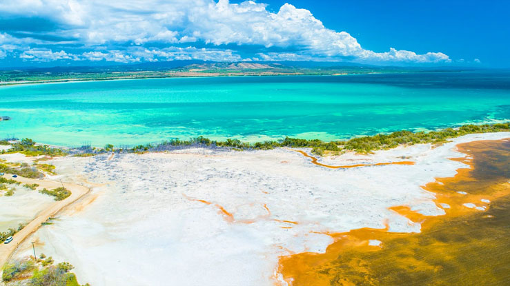 Nothing dirty about this scenic locale located on the southern part of Puerto Rico © Mia2you / Shutterstock