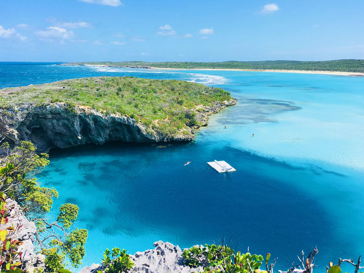 Dean's Blue Hole is the second-deepest blue hole in the world © Lora B / Shutterstock