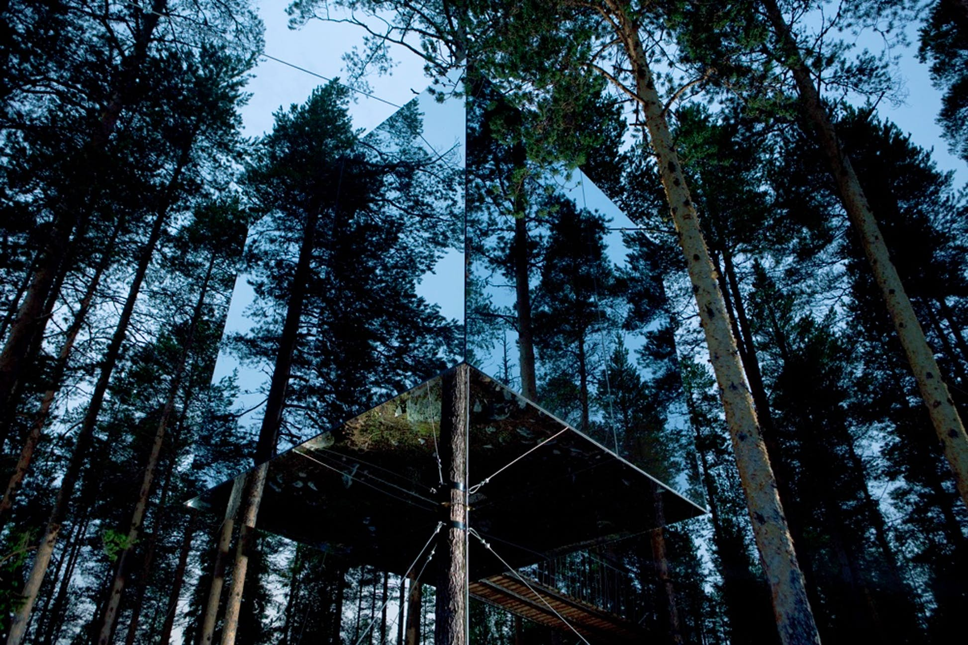 The Mirrorcube at the Treehotel is almost invisible @ Courtesy of Treehotel
