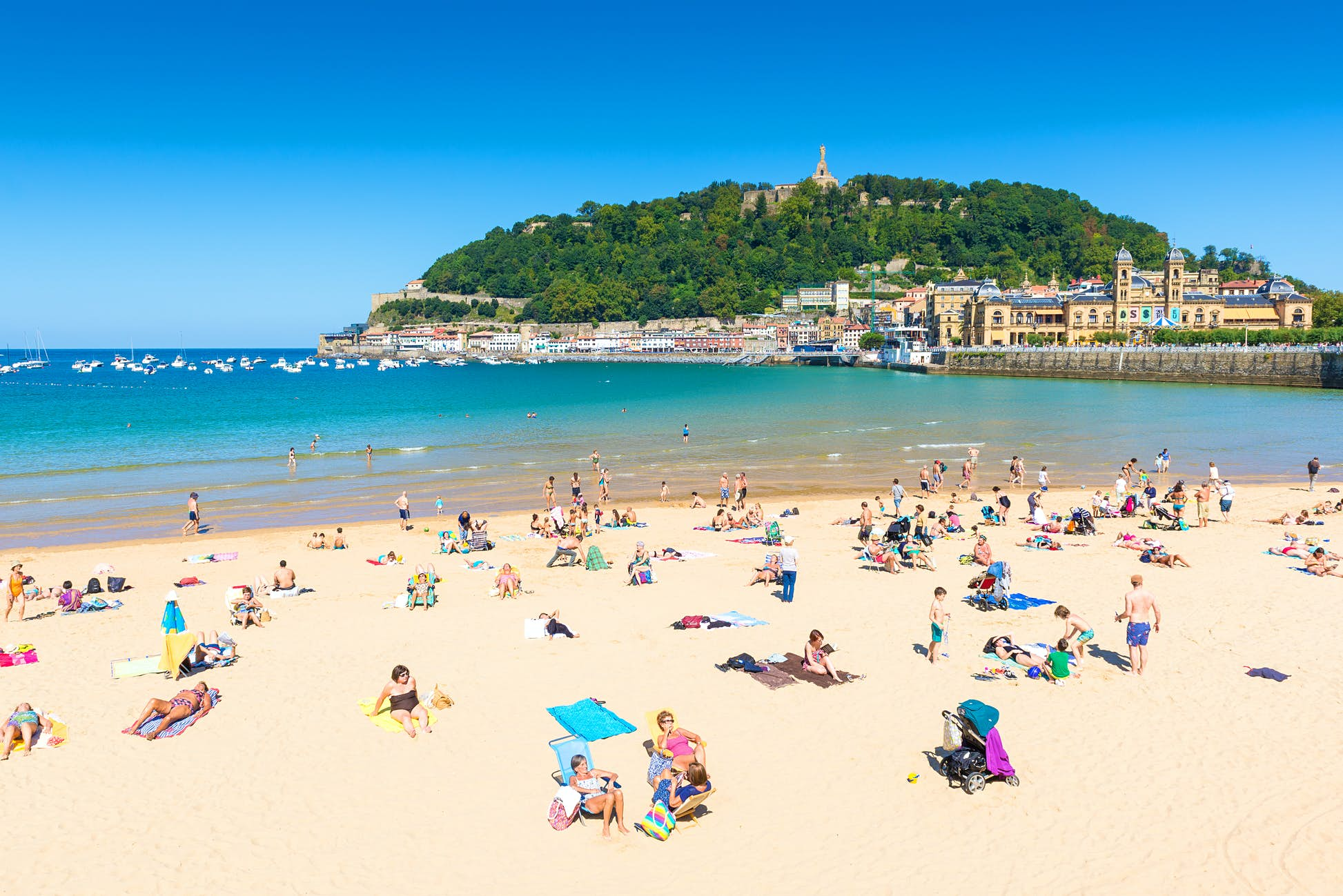 New social distancing measures will apply to beaches and parks ©Alberto Loyo/Shutterstock